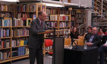 Vertėjui Corneliui Helliui – Austrijos valstybės premija