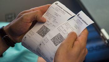 Traukinių bilietus siūlys pirkti programėle ar automatuose