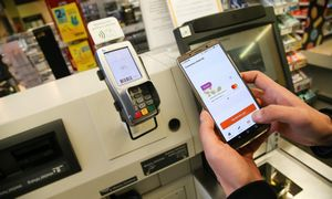 """""""Swedbank"""" baigia programėlės bandymus, diegia mokėjimus apyrankėmis"""