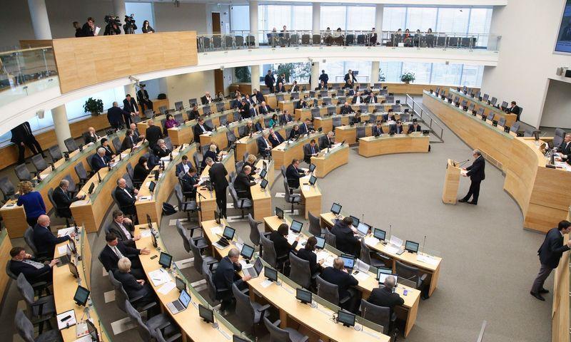 Tebėra neaišku, ar valdančioji koalicija turės Seimo salėje daugiau kaip pusę vietų. Vladimiro Ivanovo (VŽ) nuotr.