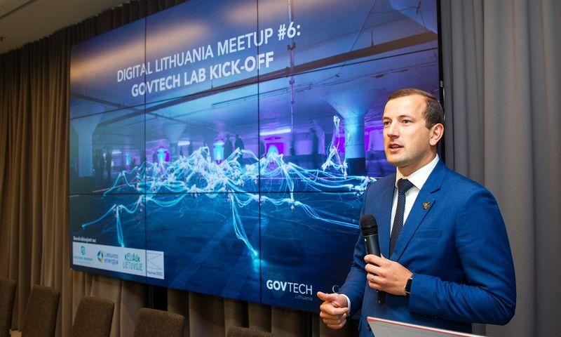 """Virginijus Sinkevičius, ekonomikos ir inovacijų ministras, sako, kad """"GovTech Lab"""" du kartus per metus inicijuos """"Iššūkių seriją"""", kuomet viešojo sektoriaus institucija paskelbs jai aktualią problemą, o startuoliai, verslas ir visuomenė galės siūlyti technologinius jos sprendimo būdus. Ministerijos nuotr."""