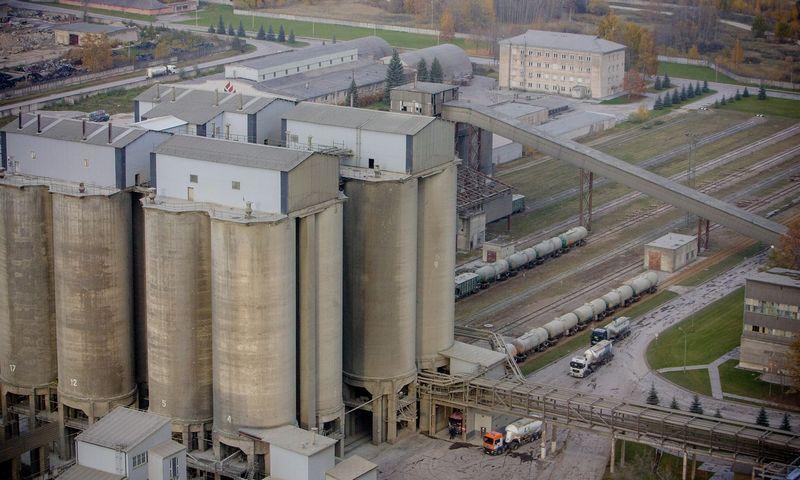 """Cemento gamybos įmonė AB """"Akmenės cementas"""" Naujojoje Akmenėje. Vladimiro Ivanovo (VŽ) nuotr."""