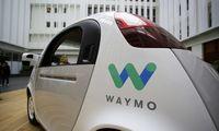 """""""Waymo"""" gavo leidimą Kalifornijoje vežti keleivius savavaldžiais automobiliais"""