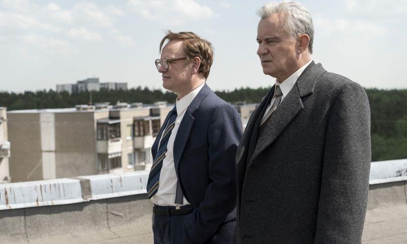 """Nepriekaištinga holivudinė aktorystė ant Fabijoniškių stogų. Net sunku patikėti. HYPERLINK """"http://hbo.com/chernobyl"""" hbo.com/chernobyl"""