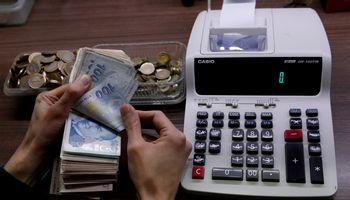 Turkijoje – valiutos nuopuolis po centrinio banko vadovo atleidimo
