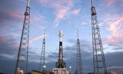 J. Bezosas ir E. Muskas įsitraukė į naujas kosmoso varžybas