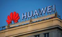 """JAV skelbia švelninanti su """"Huawei"""" susijusius apribojimus"""