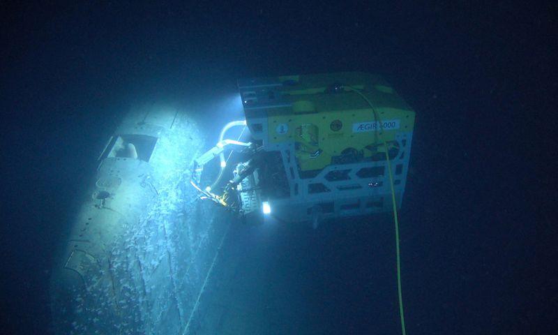 """Nuotoliniu būdu valdomas povandeninis aparatas """"Aegir 6000"""" apžiūri prieš tris dešimtmečius paskendusį rusų povandeninį laivą """"Komsomolec"""". """"Reuters""""/""""Scanix"""" nuotr."""