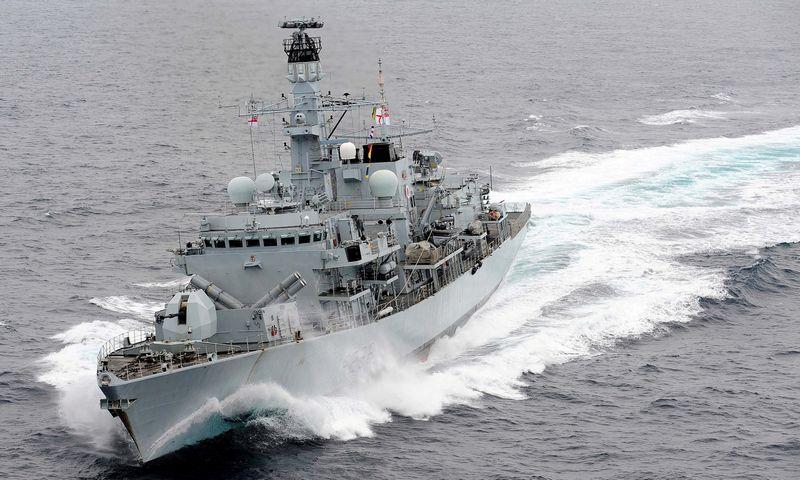 "Britų karališkojo laivyno fregata ""HMS Montrose"". ""Reuters"" / ""Scanpix nuotr."