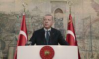 """Rusija Turkijai ėmė tiekti oro gynybos sistemas """"S-400"""""""
