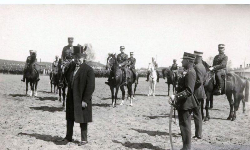 Prezidentas Aleksandras Stulginskis Paradų aikštėje, 1924 m. Ekrano nuotr.