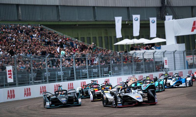 """Miestuose rengiamos elektra varomų automobilių """"Formulės E"""" lenktynės sulaukia augančio didžiųjų koncernų susidomėjimo. Lino Butkaus (VŽ) nuotr."""