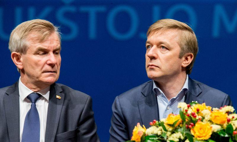 Seimo pirmininkas Viktoras Pranckietis (kairėje) neslepia nesutarimų su LVŽS lyderiu Ramūnu Karbauskiu. Juditos Grigelytės (VŽ) nuotr.