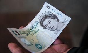 """Atsinaujinusios baimės dėl """"Brexit"""" parbloškė svarą į 2017 m. pigumas"""