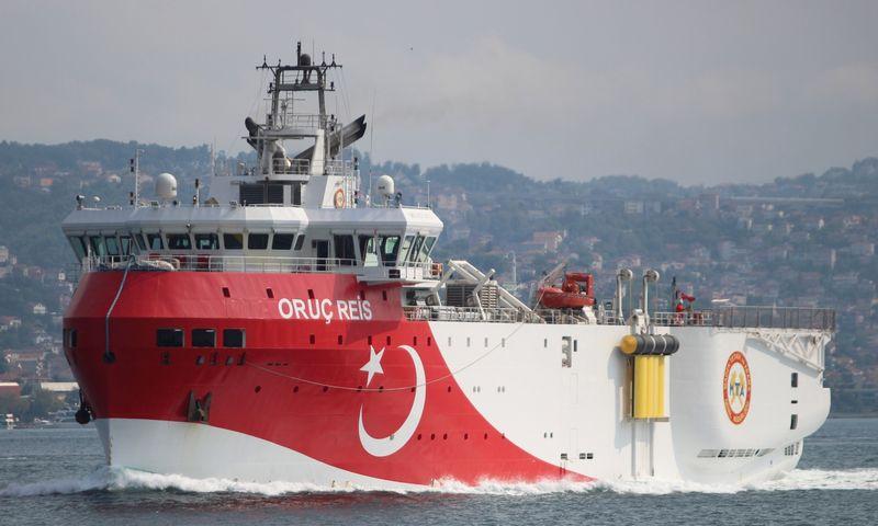 """Turkijos seisminio tyrimo laivas """"Oruc Reis"""", kurį irgi ketinama siųsti į vandenis prie Kipro. Yoruko Isiko (""""Reuters"""" / """"Scanpix"""") nuotr."""