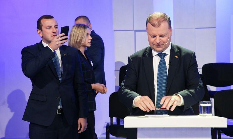 Virginijus Sinkevičius, ekonomikos ir inovacijų ministras (kairėje), yra minimas kaip galimas premjero Sauliaus Skvernelio pasirinkimas į naujuosius eurokomisarus. Vladimiro Ivanovo (VŽ) nuotr.
