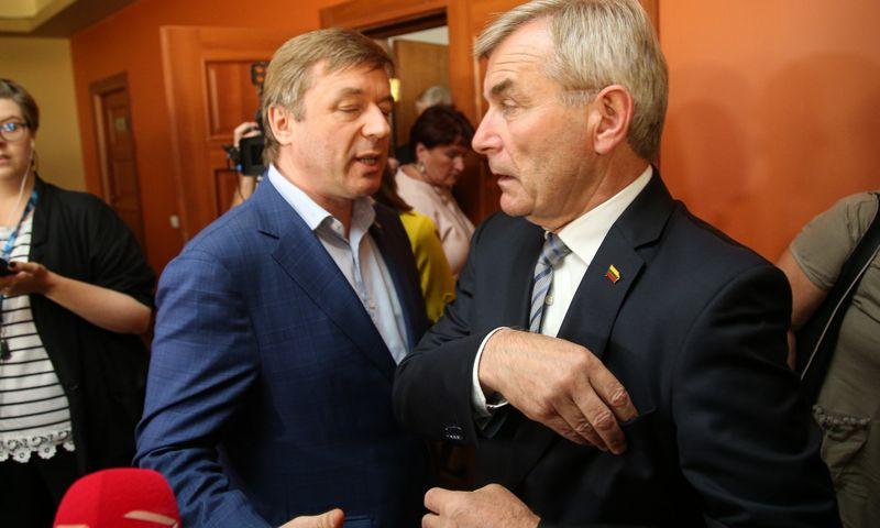 Ramūnas Karbauskis, LVŽS lyderis (kairėje), siekia, kad Viktoras Pranckietis pats pasitrauktų iš Seimo pirmininko pareigų, šis atsisako. Vladimiro ivanovo (VŽ) nuotr.