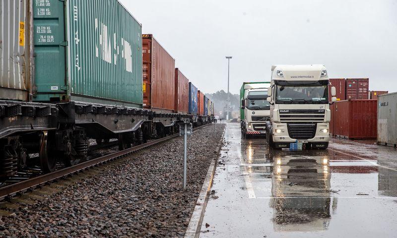 Norėdamos sumažinti kaštus, logistikos bendrovės turi įvertinti, kur, kada, kiek ir kokio tipo konteinerių reikės. Juditos Grigelytės (VŽ) nuotr.