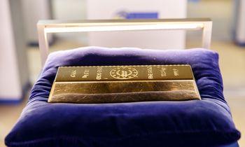Auksas pirmą kartą perkopė 1.450 USD