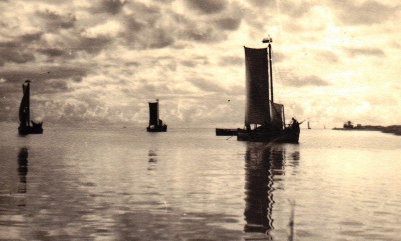 """Kuršių mariose ties Nida. Helene Michelau (1880–1967). Iš parodos """"Pirmosios asmenukės"""" Nidoje, Kuršių nerijos istorijos muziejuje."""