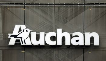 """Prancūzų """"Auchan"""" galimai žvalgosi įsigijimo Baltijos šalyse"""