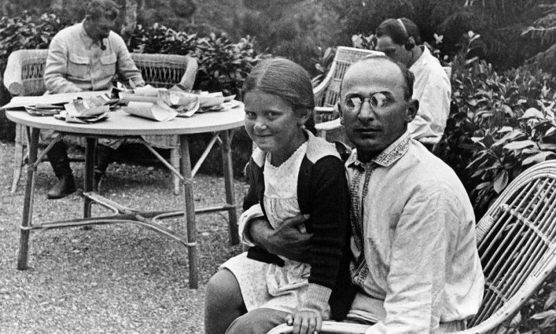 Ant Berijos kelių – Stalino dukra Svetlana. wikipedia.org nuotr.