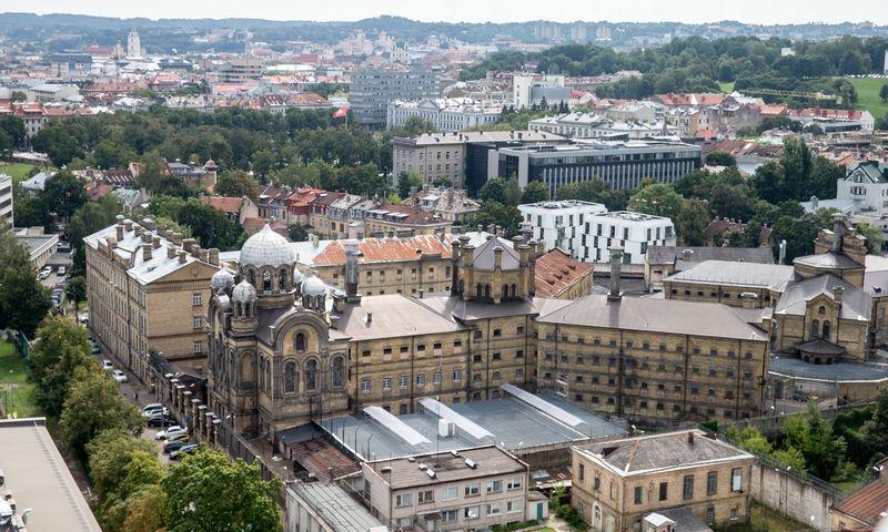 Buvusio Lukiškių kalėjimo pastatus siūloma pritaikyti jauniems verslams. Juditos Grigelytės (VŽ) nuotr.