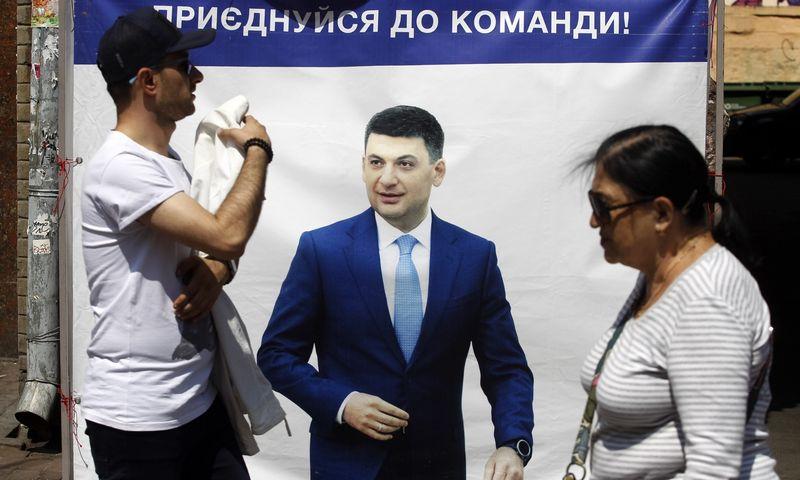 """Ukrainos parlamento rinkimų kampanija. Pavlo Gonchar (""""SOPA Images""""/""""Scanpix"""") nuotr."""