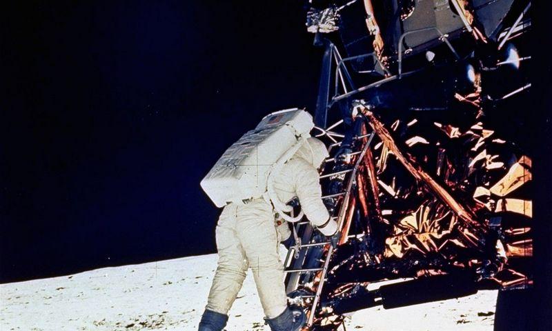 1969 m. liepos 20 d. - astronautas Edwinas (Buzzas) Aldrinas nulipa ant Mėnulio paviršiaus. Fotografuota N. Armstrongo. AP nuotr.