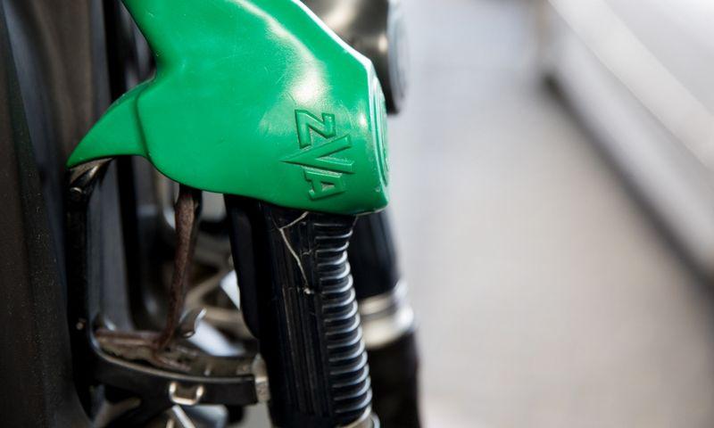 4 įmonės negali prekiauti naftos produktais