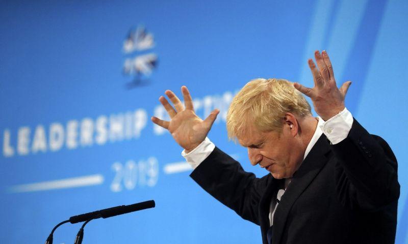 Apklausų duomenimis, Borisas Johnsonas pirmauja dvikovoje dėl britų konservatorių lyderio ir kartu šalies naujojo premjero pareigų. Frank Augstein (AP Photo/Scanpix) nuotr.