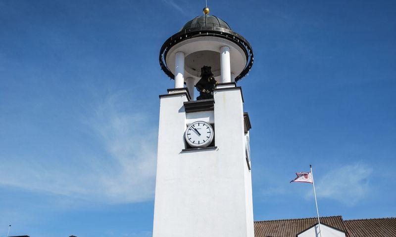 Laikrodis Telšiuose jau senokai tiksi link tiesioginio valdymo. Sigitos Migonytės (VŽ) nuotr.