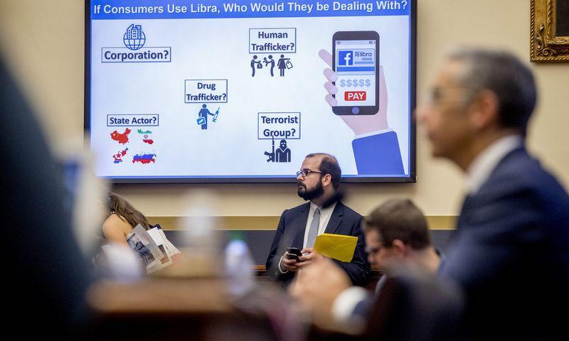 """""""Facebook"""" vadovai dėl """"Libros"""" šią savaitę buvo iškviesti pasiaiškinti į JAV Kongresą. Andrew Harniko (AP / """"Scanpix"""") nuotr."""