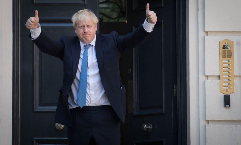 """Borisas Johnsonas, JK premjeras ir monografijos apie Winstoną Churchillį autorius. Toby Melville (""""Reuters"""" / """"Scanpix"""") nuotr."""