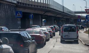 Pradinis taršių automobilių mokestis galėtų siekti 20Eur per metus