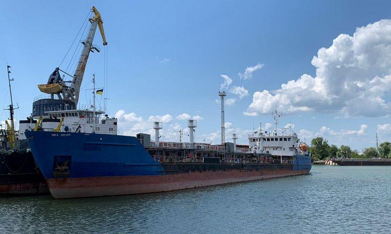 """Sulaikytasis Rusijos laivas """"Nika Spirit"""" Izmailo uoste. """"Reuters""""/""""Scanpix"""" nuotr."""
