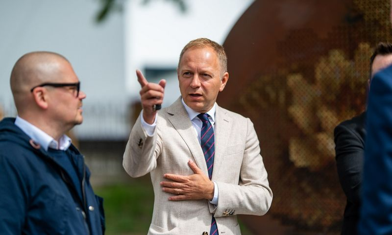 """Irmantas Norkus, advokatų kontoros """"Cobalt"""" vadovaujantis partneris Lietuvoje (dešinėje) ir """"Vandens lelijų"""" projekto architektas – Tomas Grunskis. Ryčio Šeškaičio nuotr."""