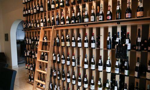D. Trumpas: JAV gali apmokestinti prancūzišką vyną