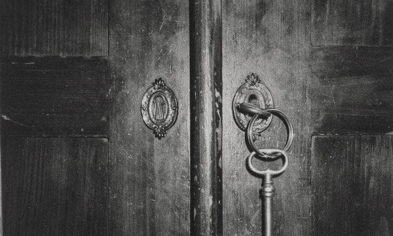 """Už juodų durų nebūtinai būna rojus. """"Bildhuset"""" / """"Scanpix"""" nuotr."""