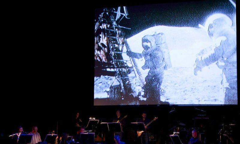 """Atliekant Briano Eno (JAV) kūrinį """"Apollo"""". """"Vilniaus festivaliai"""" nuotr."""