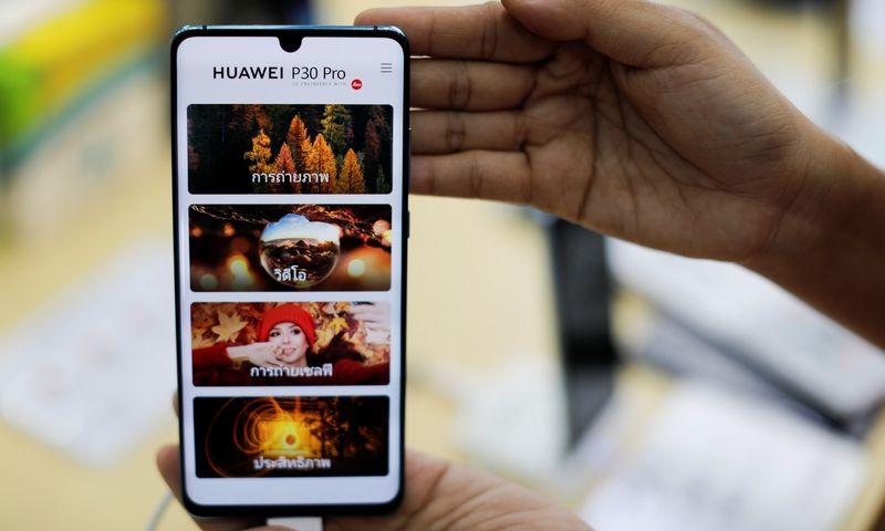 """""""Huawei P30 Pro"""" savo kamera pranoksta visus kitus flagmanus. """"Reuters"""" nuotr."""