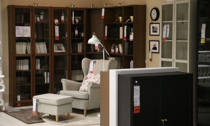 Liepą sumažėjo planuojančiųjų daugiau išleisti stambesniems pirkiniams, tokiems kaip baldai ar buitinė technika. Vladimiro Ivanovo (VŽ) nuotr.