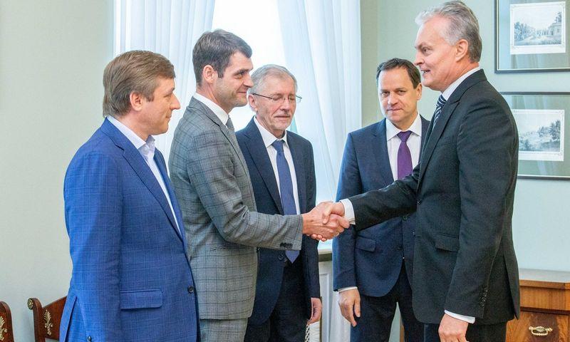 Prezidentas G. Nausėda su valdančiosios koalicijos ketvertu tebederina kandidatūras į atnaujinamą Vyriausybę. Juditos Grigelytės (VŽ) nuotr.