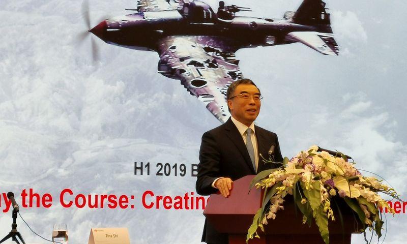 """Liang Hua, """"Huawei"""" valdybos pirmininkas. Lian Limin (""""Scanpix""""/""""Reuters"""") nuotr."""
