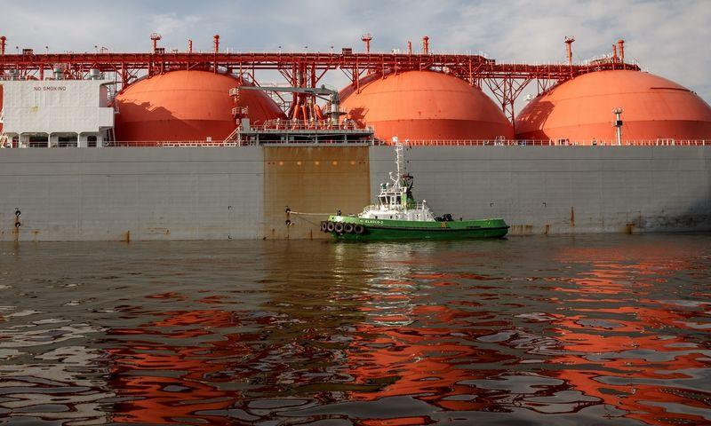 """Klaipėdos uostas, suskystintų gamtinių dujų terminalas. Dujovežis """"Arctic Voyager"""". Vladimiro Ivanovo (VŽ) nuotr."""