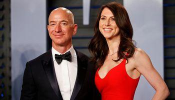 """""""Amazon"""" įkūrėjassu buvusia sutuoktine atsidalijo įmonės akcijas"""