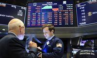Pasaulio rinkos kraujuoja, baltiškas užutėkis tebesvajoja apie Šiaulių banką