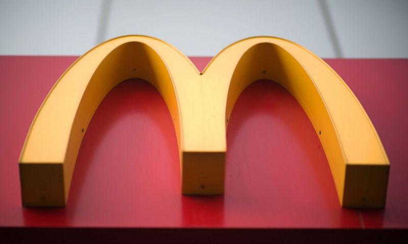 """Jungtinėje Karalystėje ir Airijoje plastikinius šiaudelius į popierinius """"McDonald's"""" pakeitė pernai. Nicolas Asfouri (APF Photo/""""Scanpix"""") nuotr."""