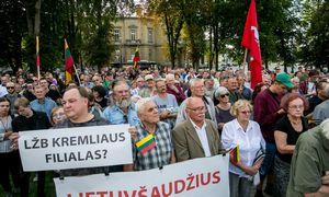 Keli šimtai žmonių Vilniuje protestavo prieš sprendimus dėl K. Škirpos ir J. Noreikos