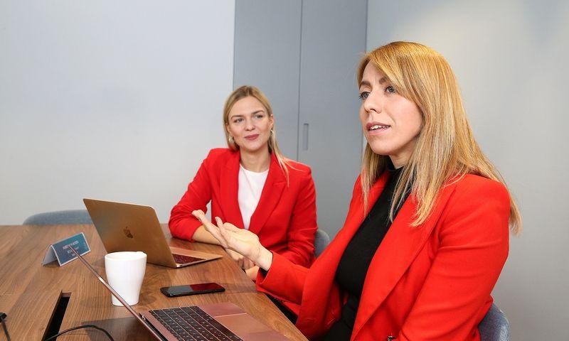 """Jonė Vaitulevičiūtė (dešnėje), """"Startup Wise Guys Lietuva"""" partnerė, sako, kad 3 metai yra optimalus terminas, ypač jei norime ne tokių startuolių, kurie atvažiuoja, gauna investiciją ir išvažiuoja, o tokių, kurie augins čia verslą. Vladimiro Ivanovo (VŽ) nuotr."""